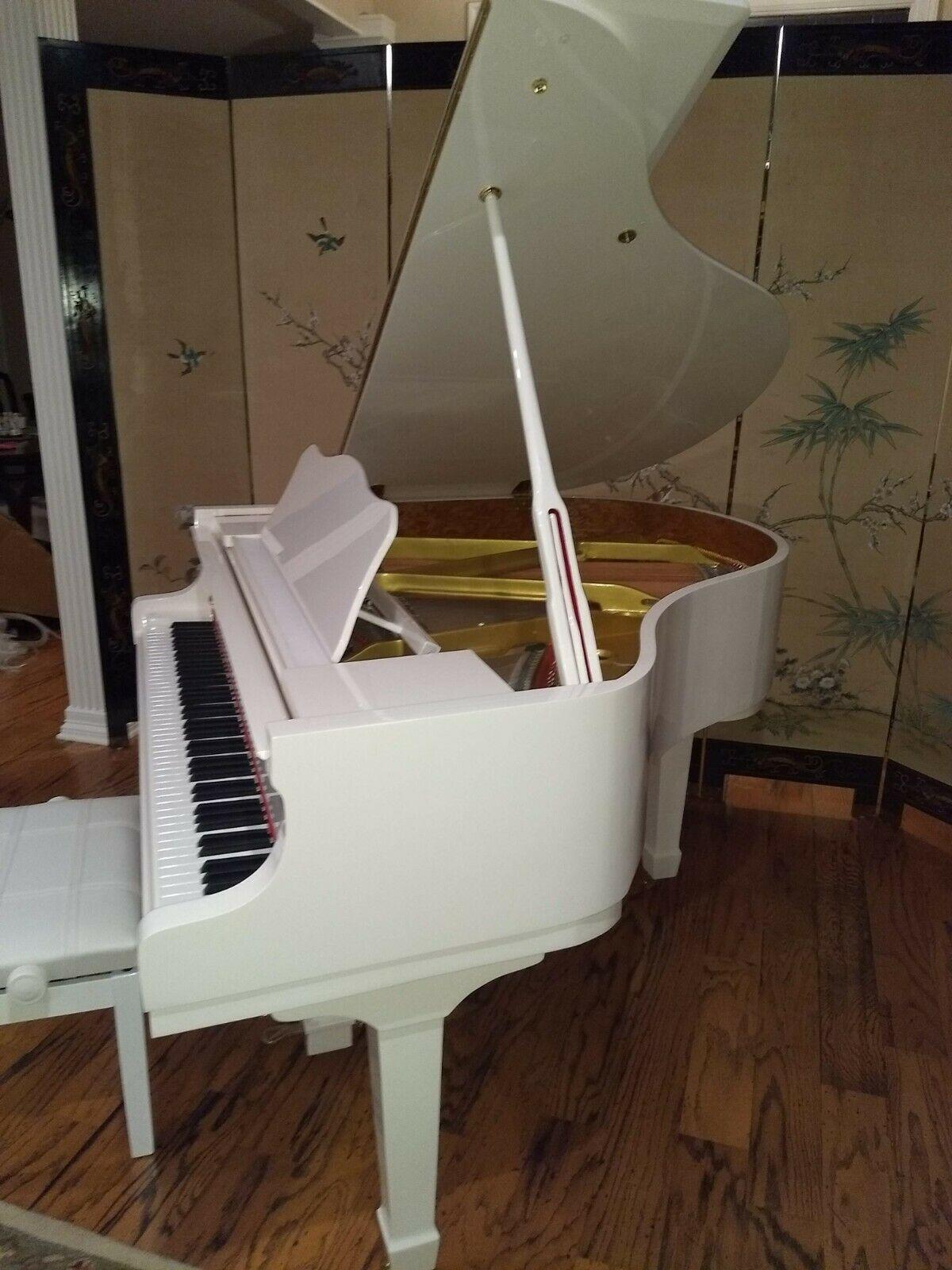 White baby grand piano ( Wholesale) | A440 Pianos