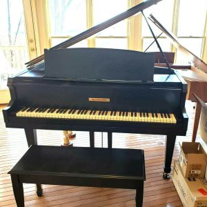 Baby grand piano (free yamaha felt key cover)
