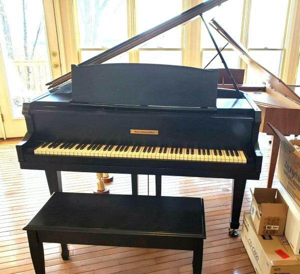 Baby grand piano (free yamaha felt key cover)