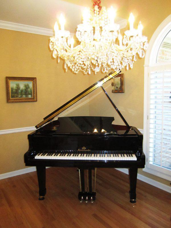 Nice Wurlitzer Baldwin Baby grand piano