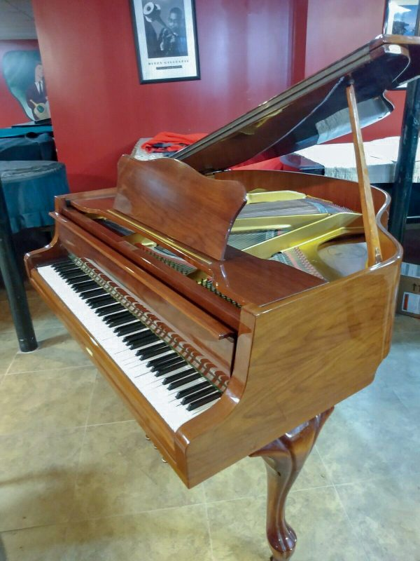 Stunning baby grand piano Zimmermann & Yamaha bench